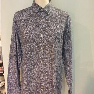 Men's button up collared dress shirt blue white